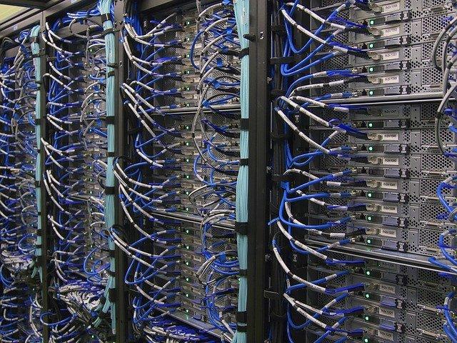 メインフレーム上の基幹システムの再構築のため、モダナイゼーションが必要